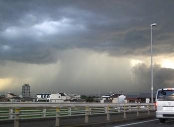 ゲリラ豪雨 雲 画像.jpg