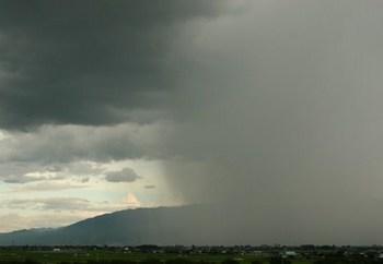 ゲリラ豪雨 雲 雨 画像.jpg