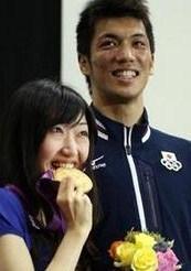 村田諒太 嫁 金メダル 画像.JPG